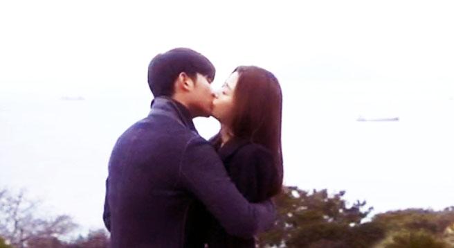[열아홉번째기록] 송이, 눈물고백 후 민준과 키스 애틋 썸네일 이미지