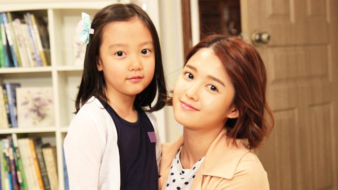 남보라, 눈망울 꼭 닮은 딸 한서진과 '알콩달콩' 촬영현장 모습 공개! 썸네일 이미지