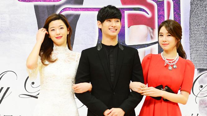 [제작발표회] 전지현-김수현-유인나, 웃음꽃 만발!