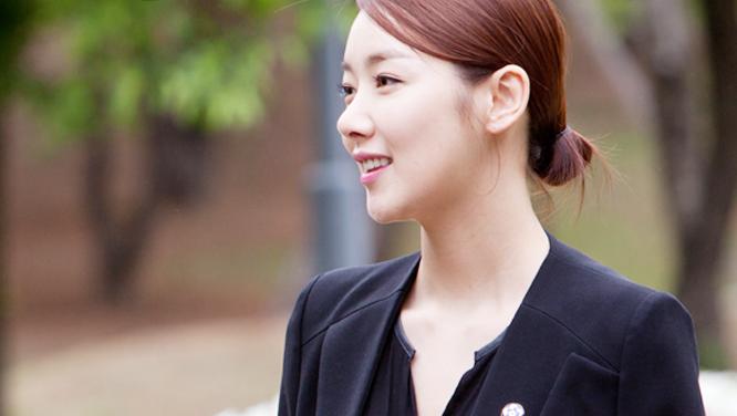 [장롱 속 마지막 돌반지] 봄의 여신 소이현, 3컷으로 미모 종결! 썸네일 이미지