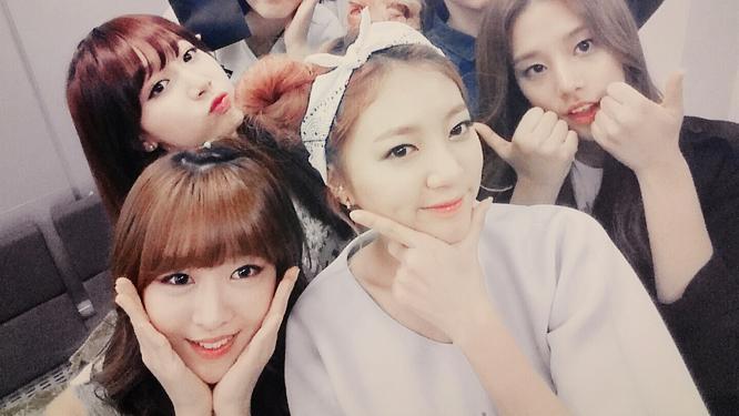 깜찍한 소녀들 라붐! 싱그러운 셀카~ 썸네일 이미지