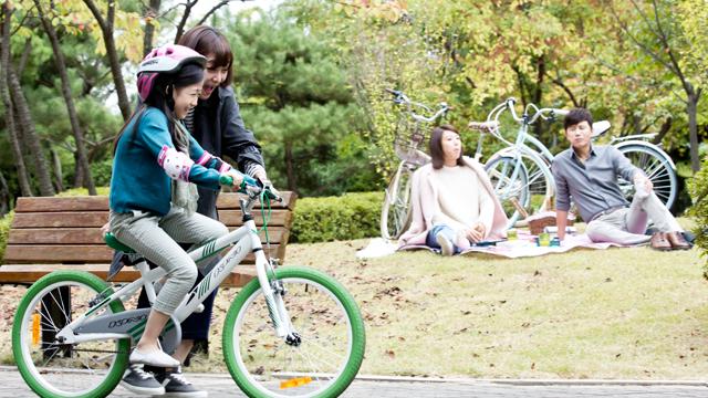 남진이모와 하은이의 자전거 데이트 썸네일 이미지
