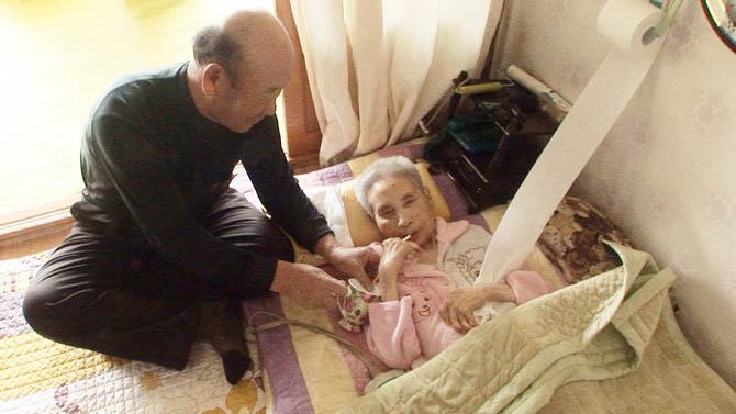 35년간 아내를 간병해온 할아버지, 그는 어떻게 아내의 곁을 지켰나?