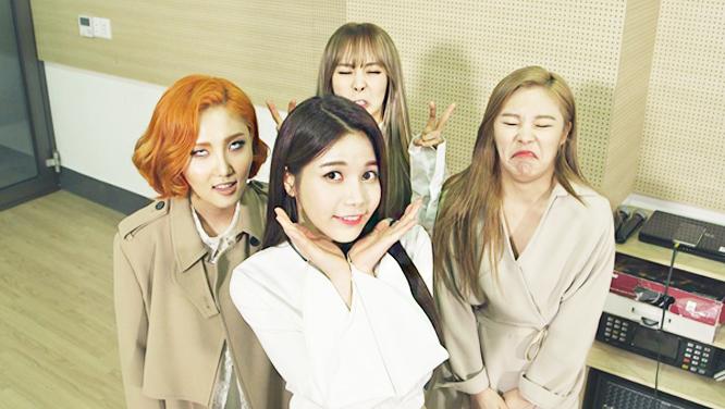 별★들의 살벌한 개인기 전쟁! SBS 인기가요 대기실 급습 사건 썸네일 이미지