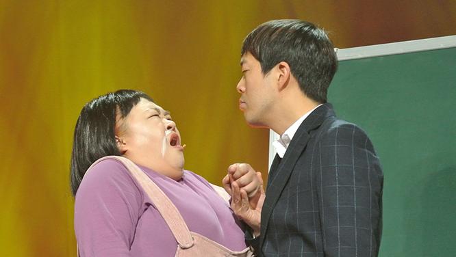 홍윤화♥김민기 커플의 새 코너! 그 시절, 우리가 사랑한 선생님 '콩닥콩닥 민기쌤' 썸네일 이미지