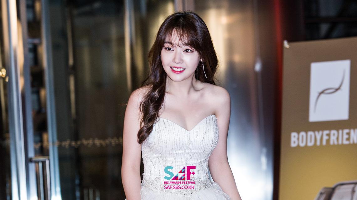 [레드카펫] SBS 연기대상 MC 홍일점, 민아!