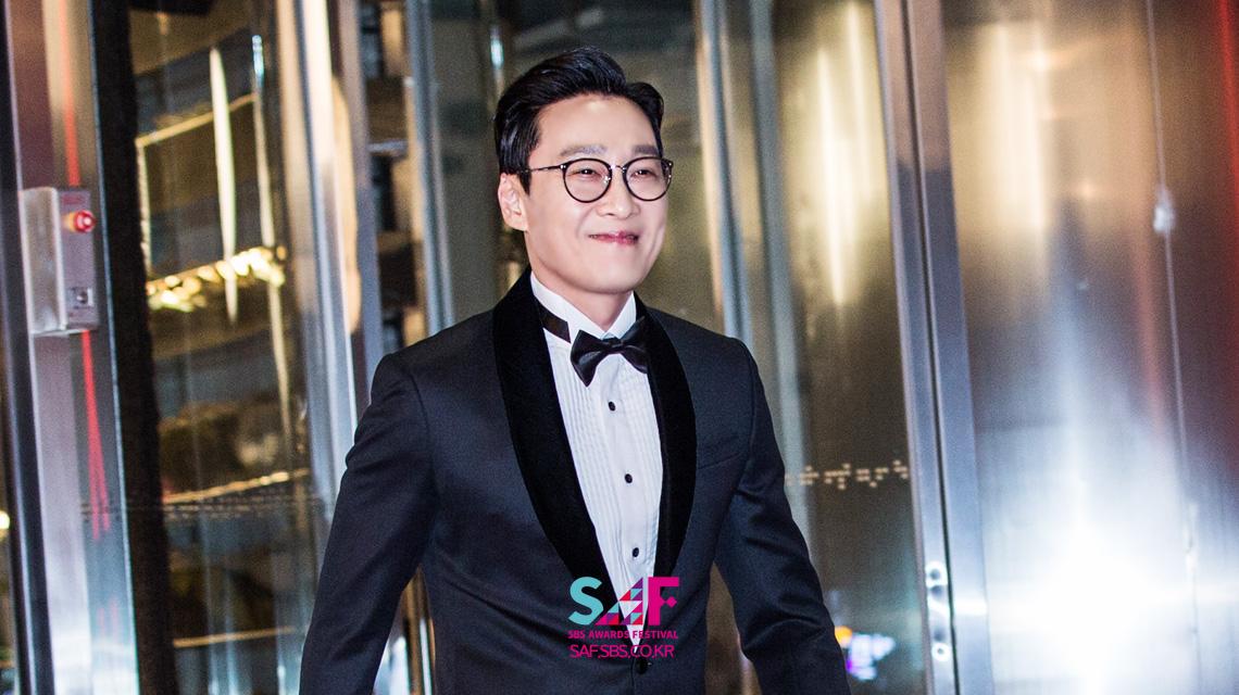 [레드카펫] 4년째 SBS 연기대상의 포문을 여는 MC '이휘재'