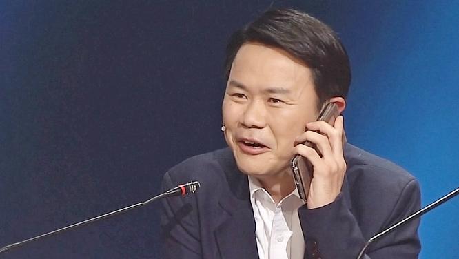 개그맨 강성범, 하정우와의 친분 인증 위해 '웃찾사' 현장 전화 연결! 썸네일 이미지