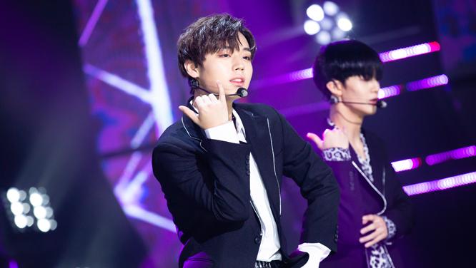 [현장포토]팬들의 마음을 들었다 놨다! 소년에서 진정한 남자로 변신한 Wanna One - No.1 썸네일 이미지