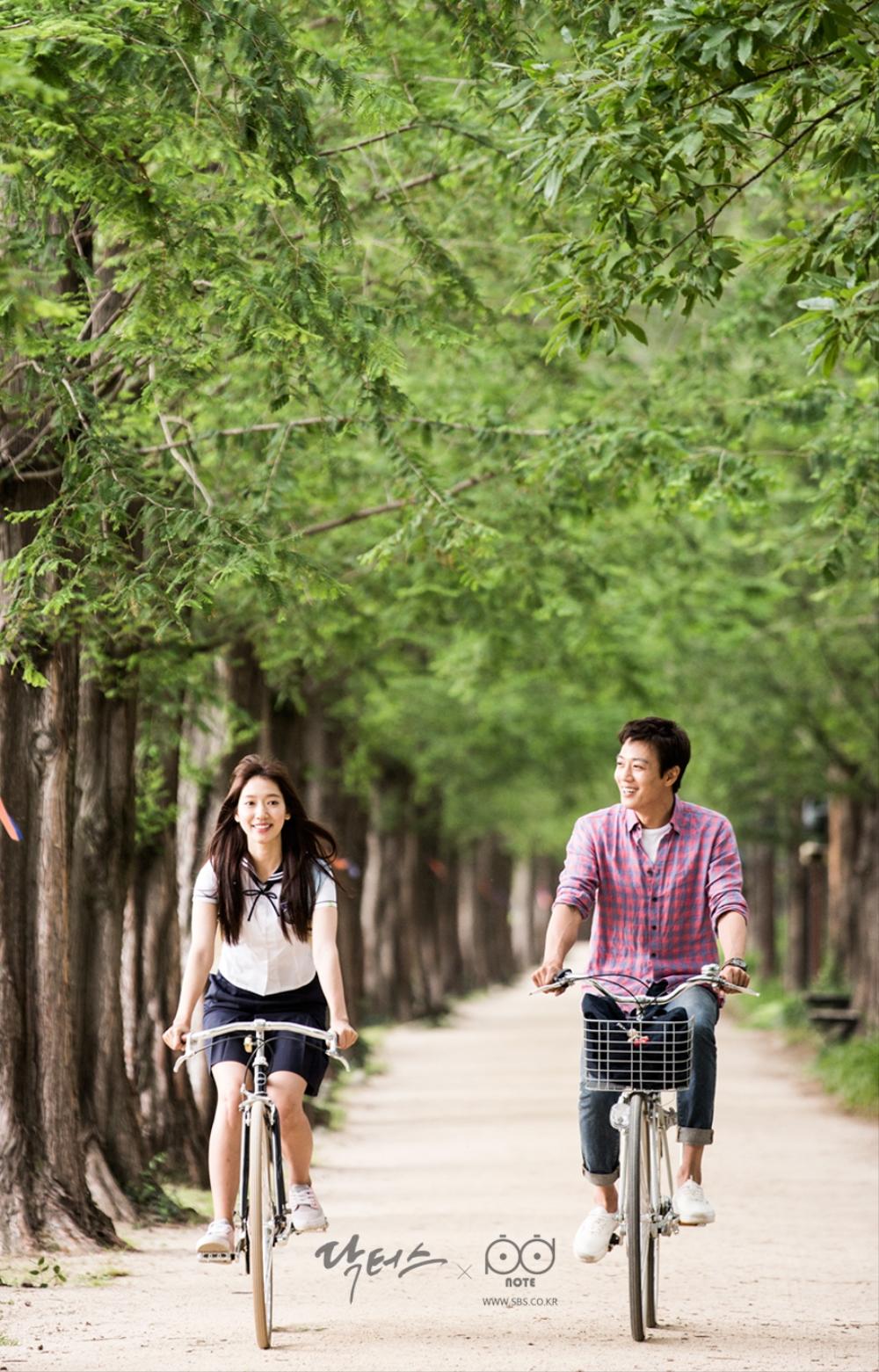 닥터스 포토스케치 호수 공원 길에서 자전거를 타는 김래원 박신혜