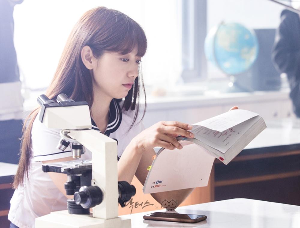 닥터스 포토스케치 대본 공부 하고 있는 박신혜
