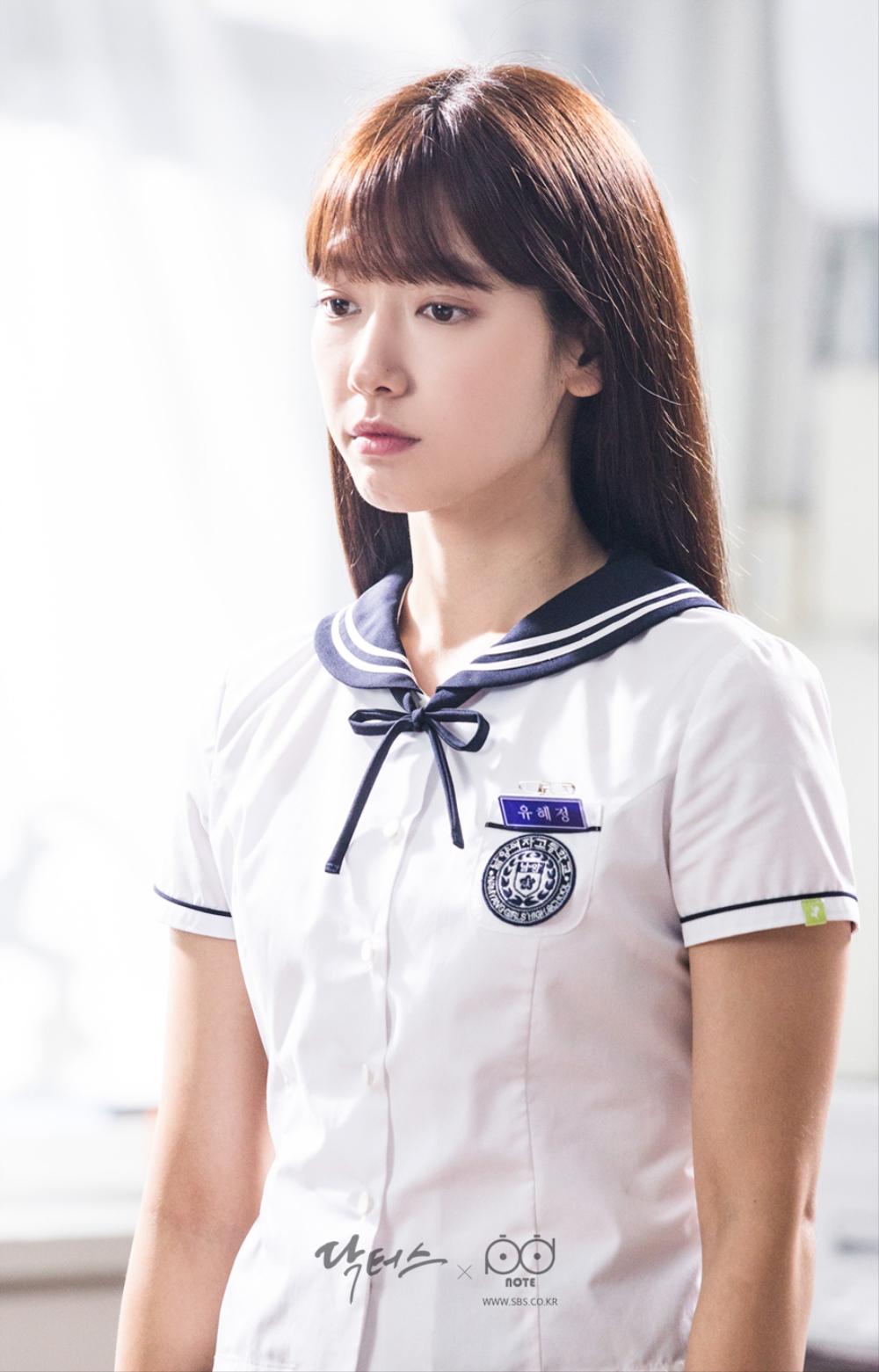 닥터스 포토스케치 과학실에서 예쁘게 서 있는 박신혜