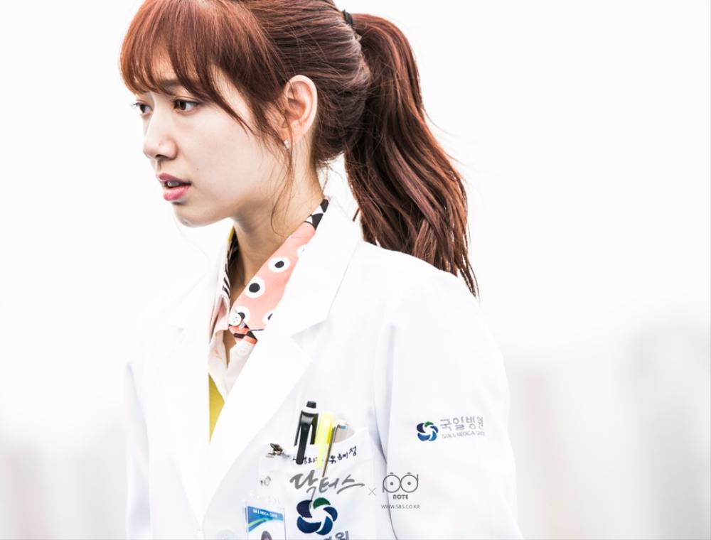 닥터스케치 6 오랜만에 만난 김래원을 바라보고 있는 박신혜 이미지