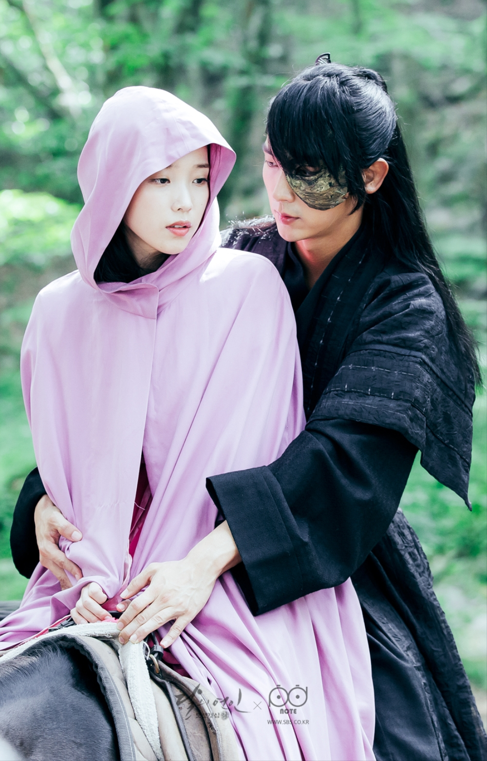 Subtle physical contact of the hand writing a sea of pink and tan cloak wangso say