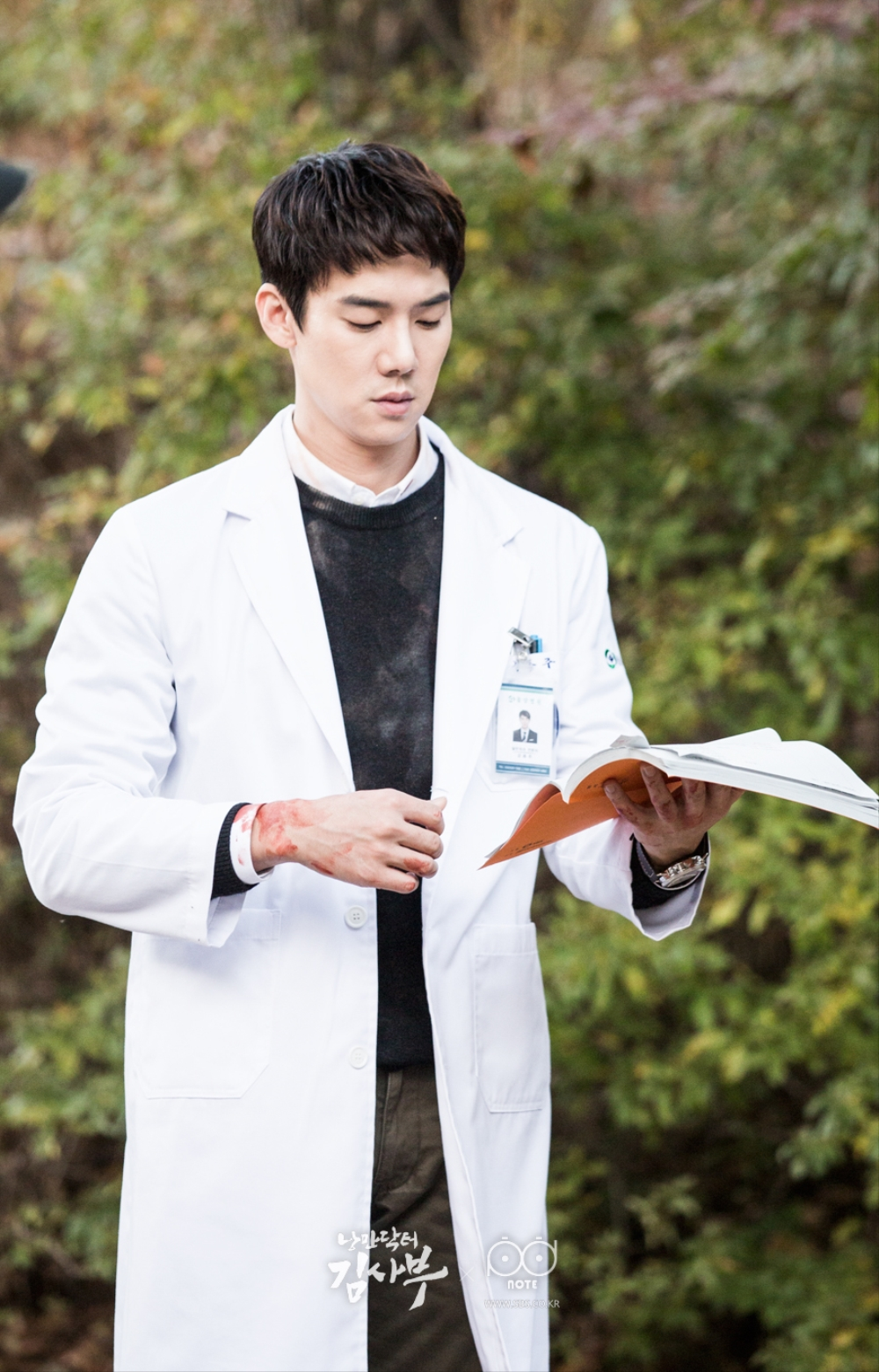 Bloody-handed Dong-ju, studying the script again. #Script_genius