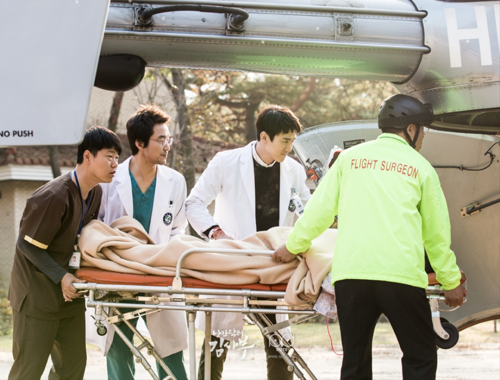 Doctor Jjuu, moving an emergency patient into the helicopter.