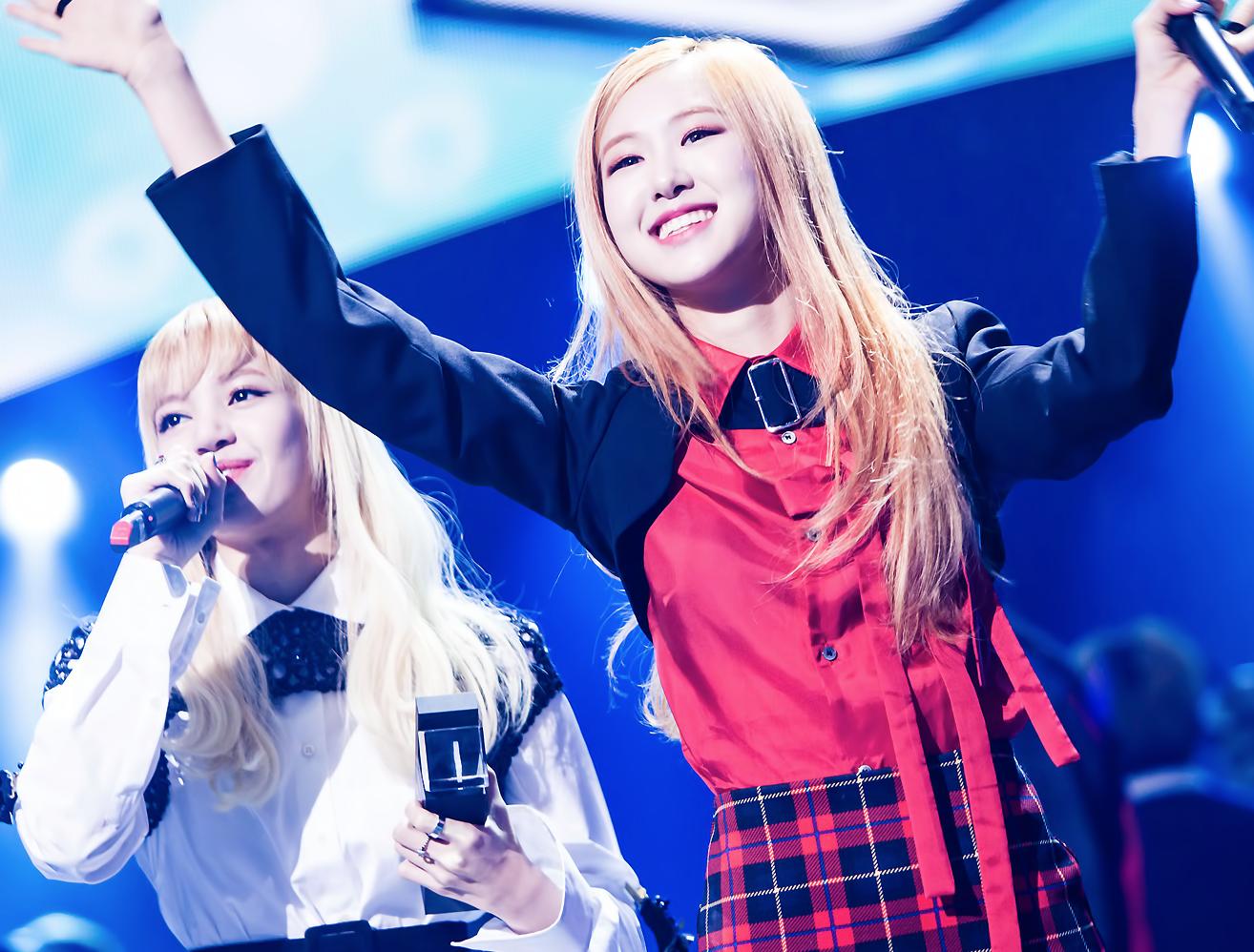 블랙핑크 1위 수상 후 기뻐하는 로제 모습