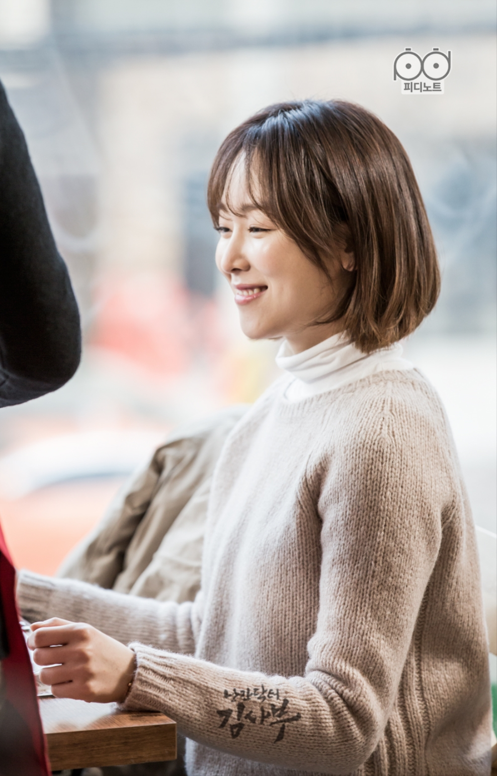 Lovely Seo-jeong shows her biggest smile when she sees the divine pizza