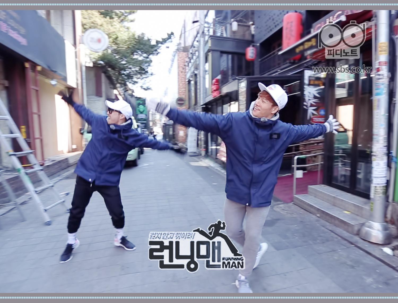 김종국과 하하 길거리에서 함께 춤추는 모습
