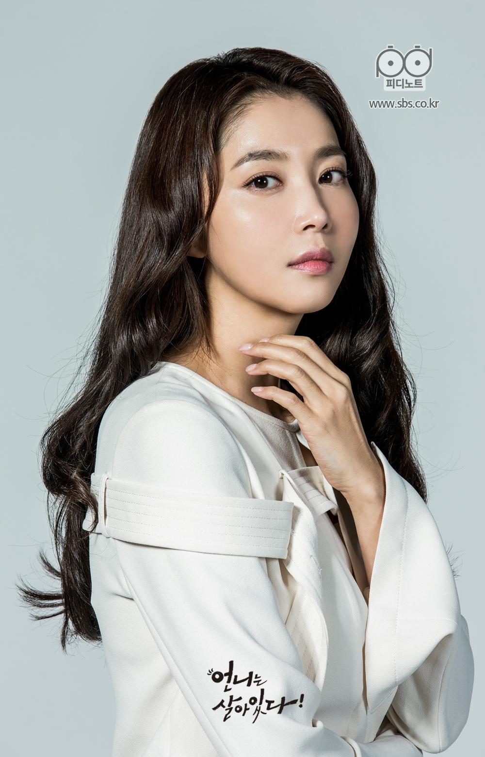 언니는 살아있다 등장인물 김은향, 오윤아