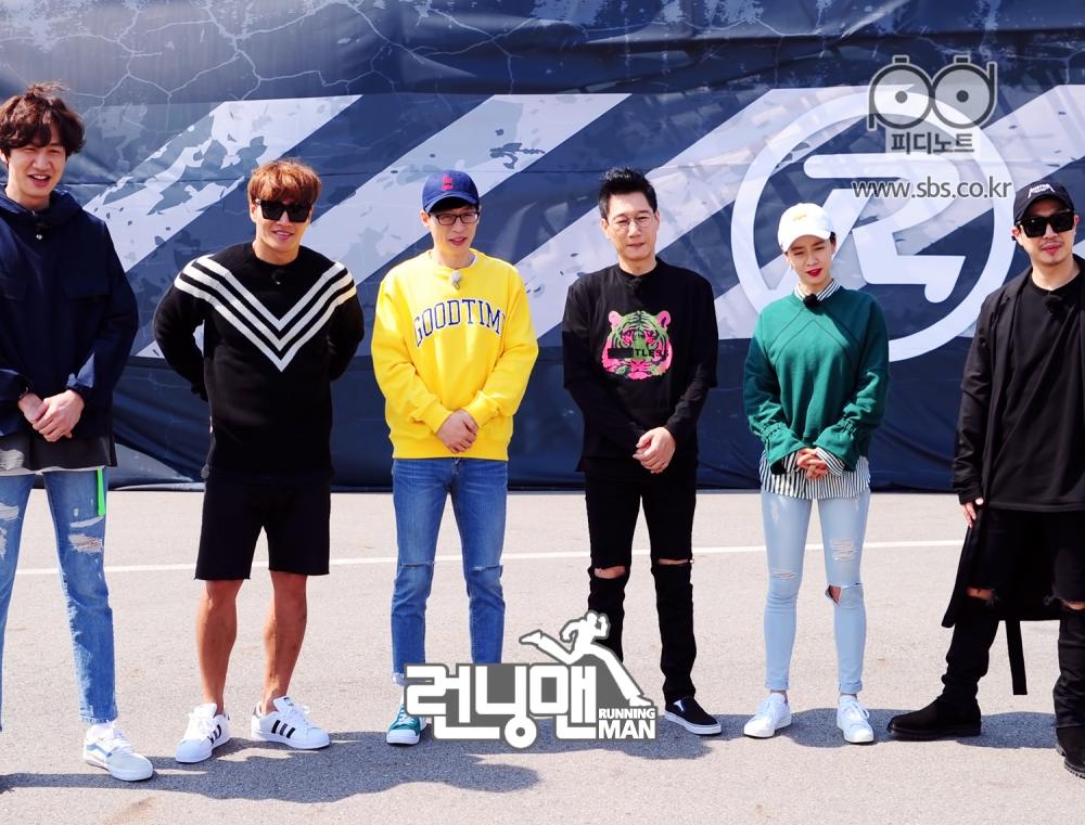 런닝맨 기존 멤버들 일렬로 서있는 모습