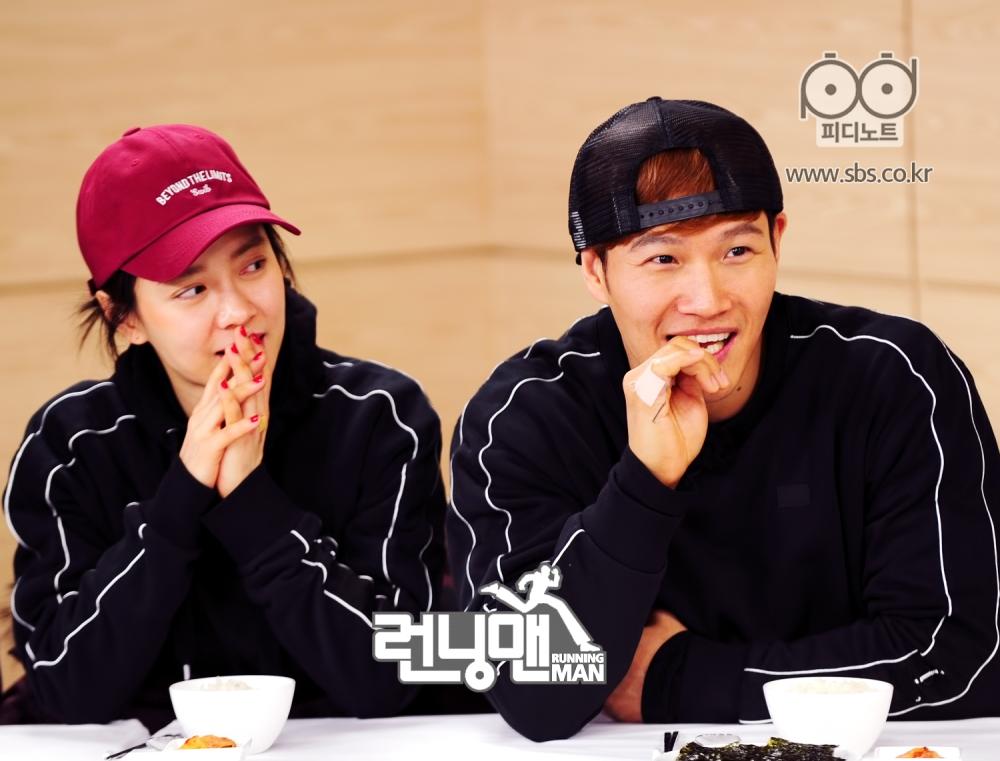 송지효와 김종국 나란히 앉은 모습