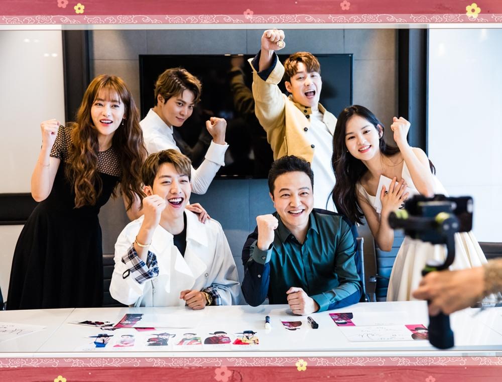 #3 포토스케치: 유쾌 대잔치였던 '엽기적인 그녀' V앱 비하인드 현장! (ft. 사인지 인증)