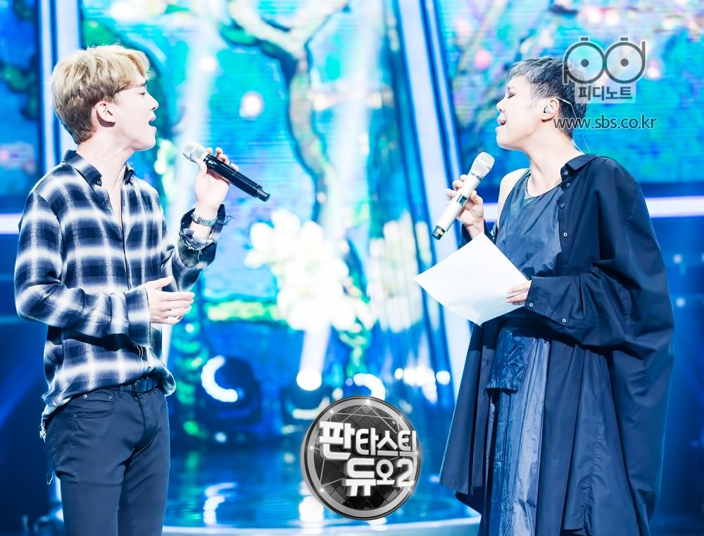첸과 이은미 마주보면서 노래하는 모습