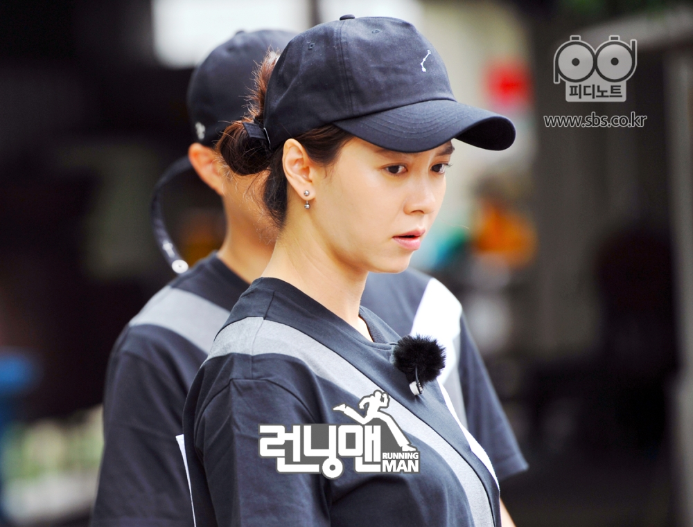 송지효 진지한 표정
