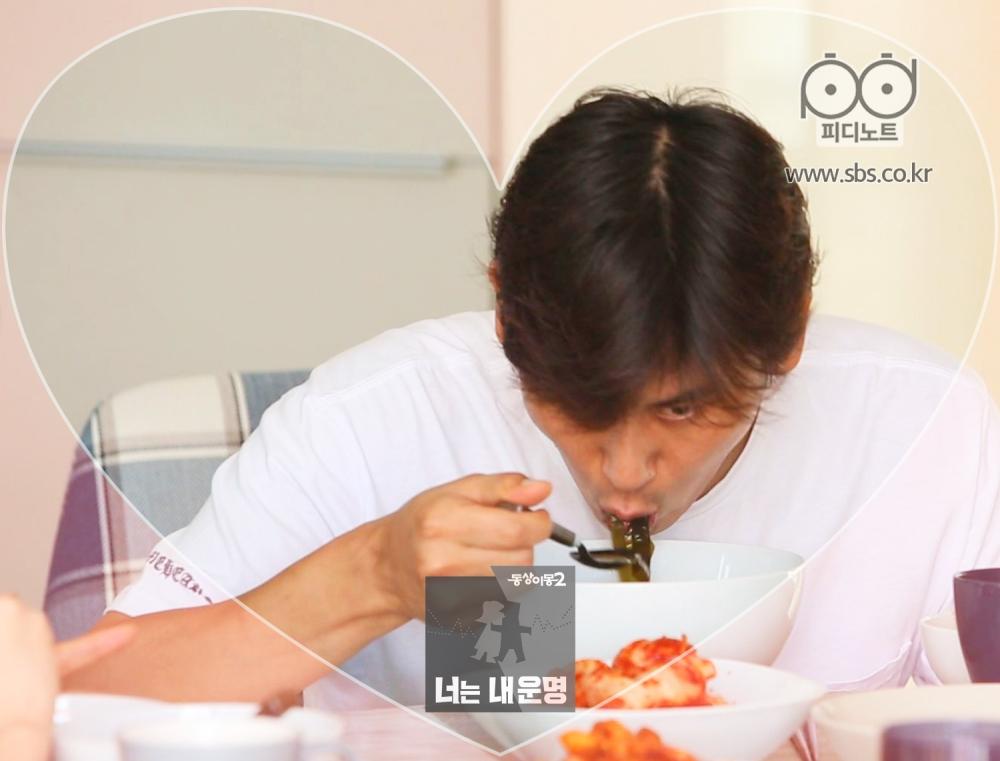 우효광 폭풍 식사하는 모습 1