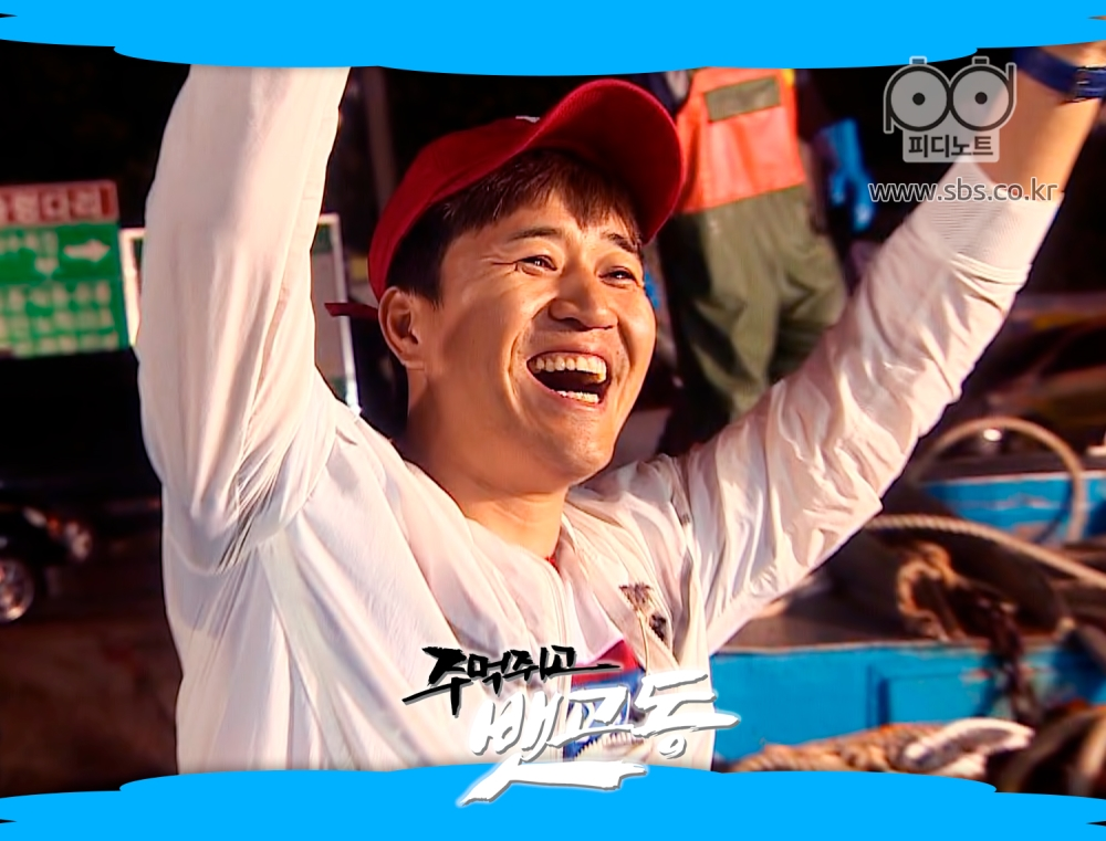 환하게 웃는 김종민의 모습