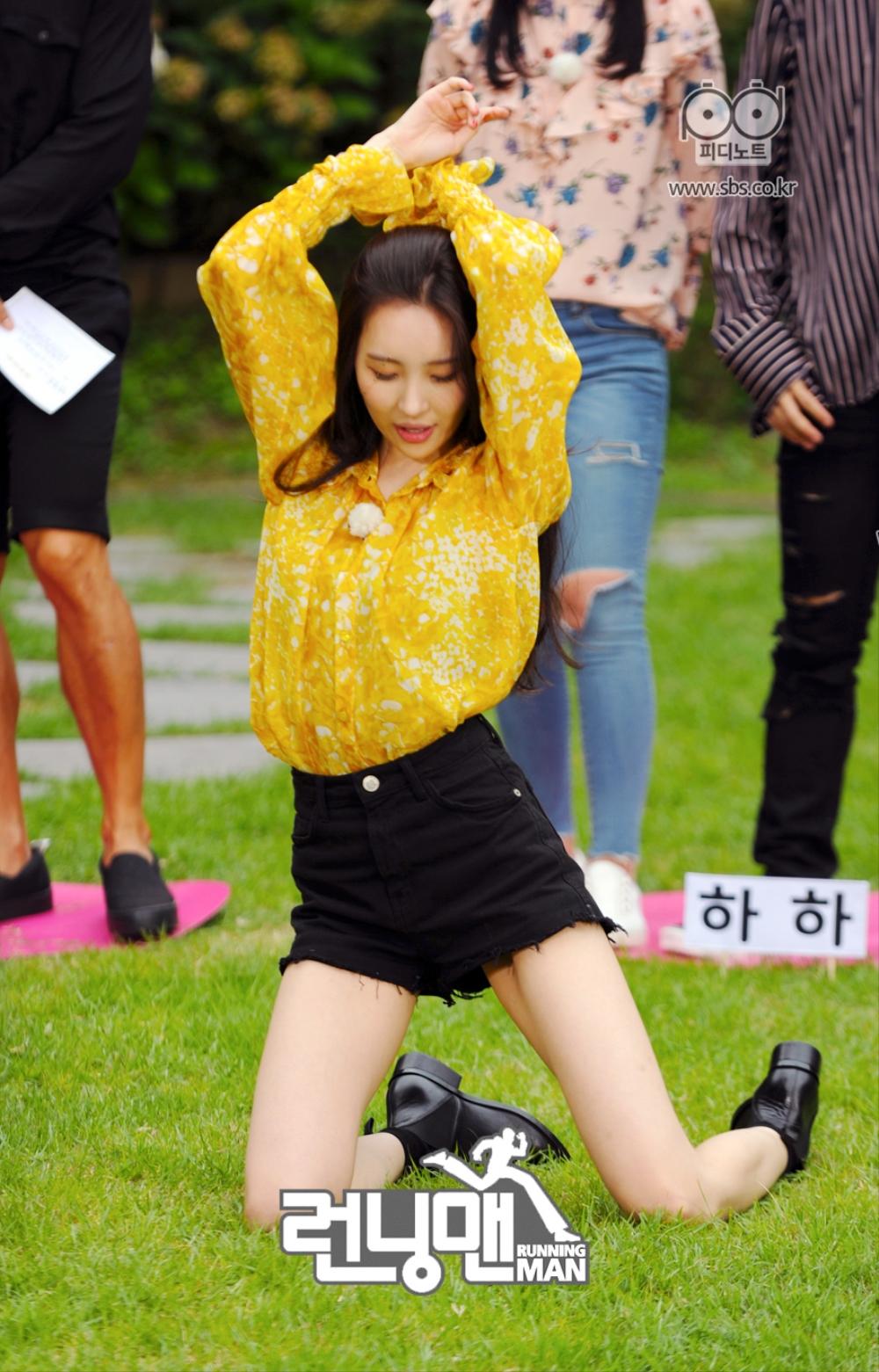 선미가 춤추고 있다.