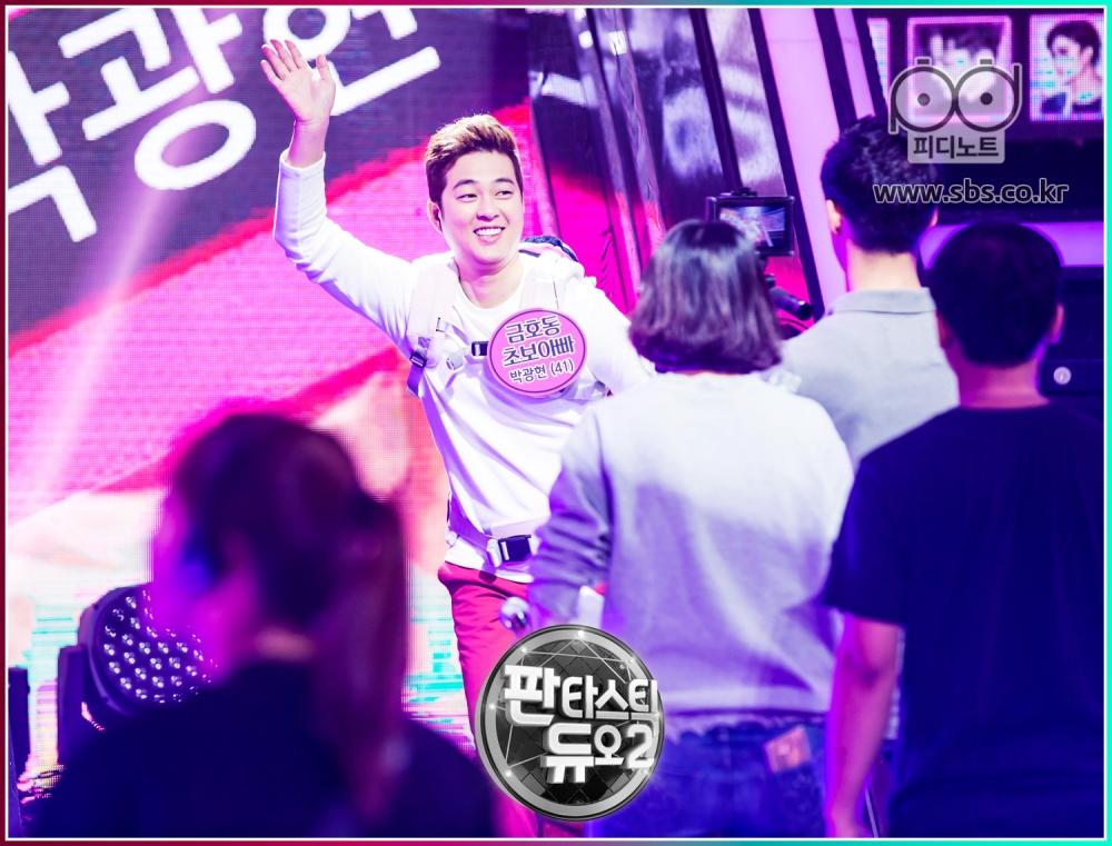박광현이 춤추고 있다.