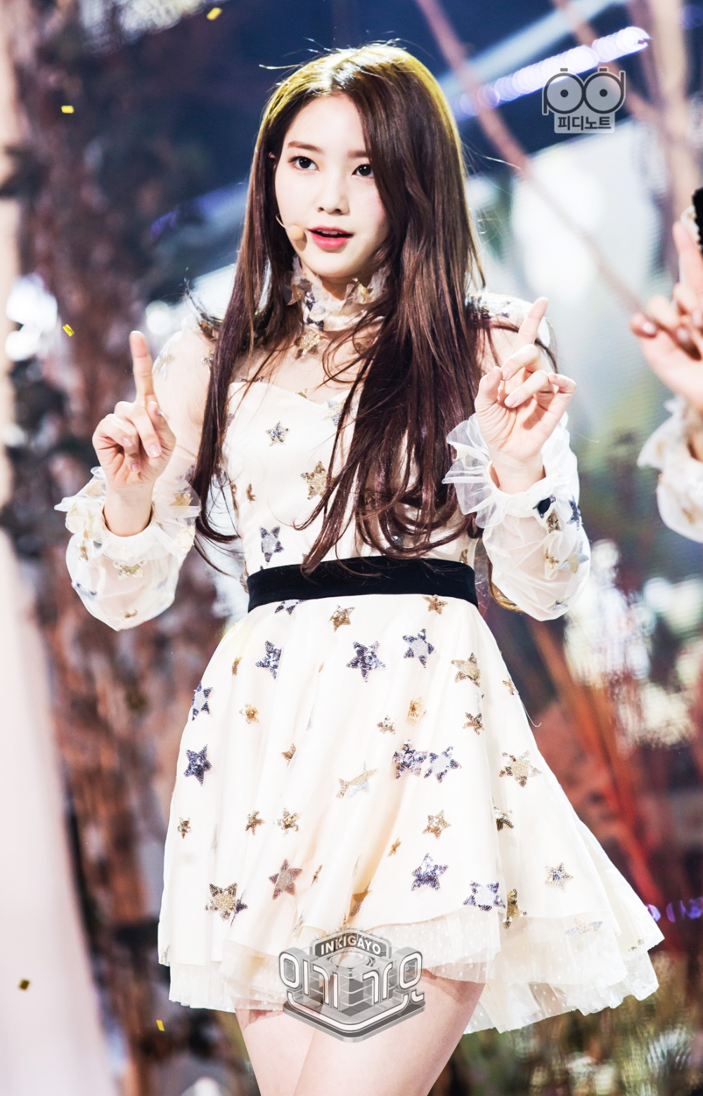 오마이걸 컴백 무대가 있다.