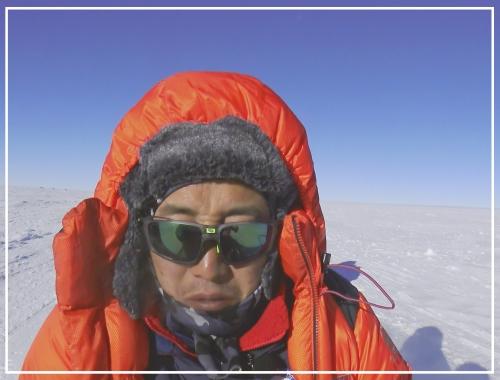 해발 2835m, 남위 90˚의 남극점에 고립된 병만족장
