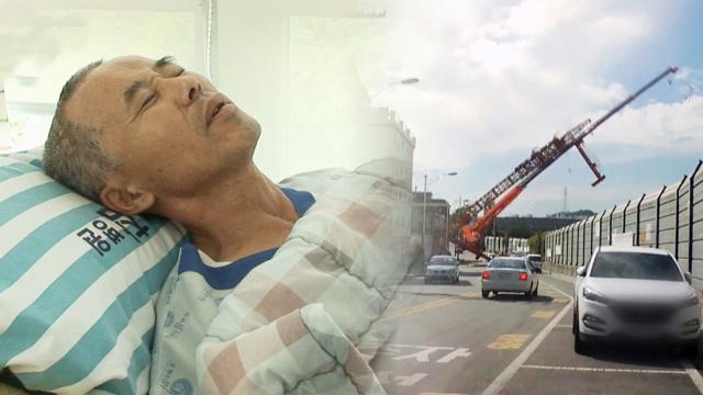 도로 안전 위협하는 '타워 크레인'