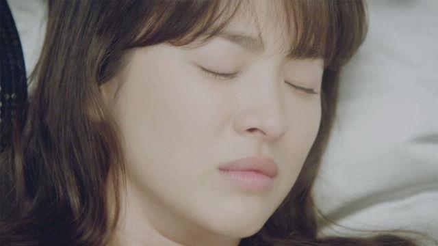 송혜교, 여신의 품격있는 '눈물' 썸네일 이미지