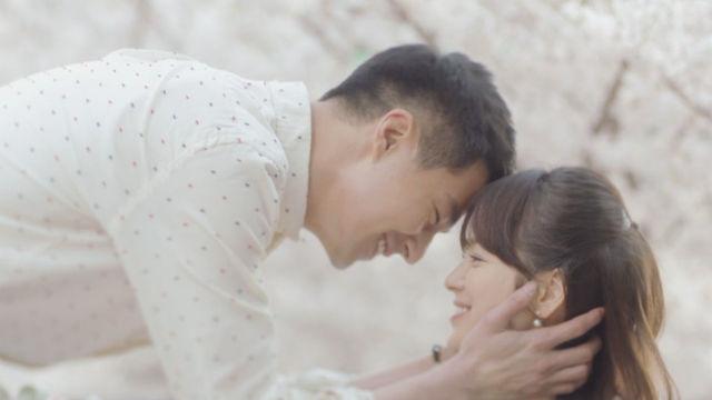 조인성♥송혜교, 완벽 비주얼 커플의 '벚꽃 엔딩' 썸네일 이미지