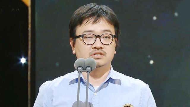 최다 관객상 1위 '부산행' 연상호 감독의 깔끔한 수상... 썸네일 이미지