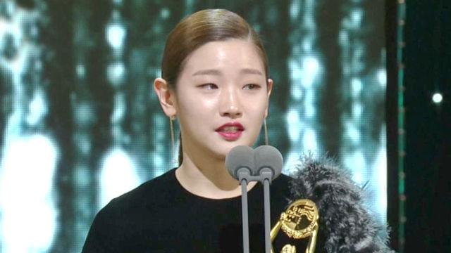 '여우 조연상' 박소담, 눈물의 수상 소감 썸네일 이미지
