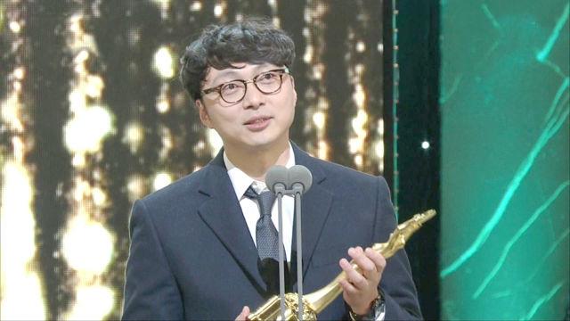 '여우 주연상' 영광은 김민희에게! 윤석찬 프로듀서 대... 썸네일 이미지