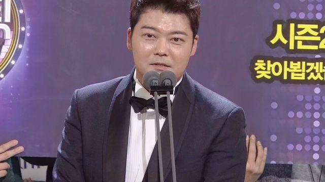 """[연예대상] 전현무, 우수상 """"난 사실 SBS의 아들이다"""" 너스레"""