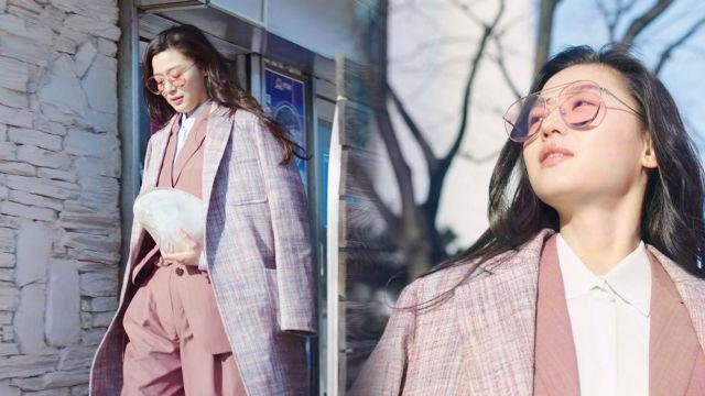 전지현, 3년 만에 바다로 택배 시켜 '패션피플'로 서... 썸네일 이미지