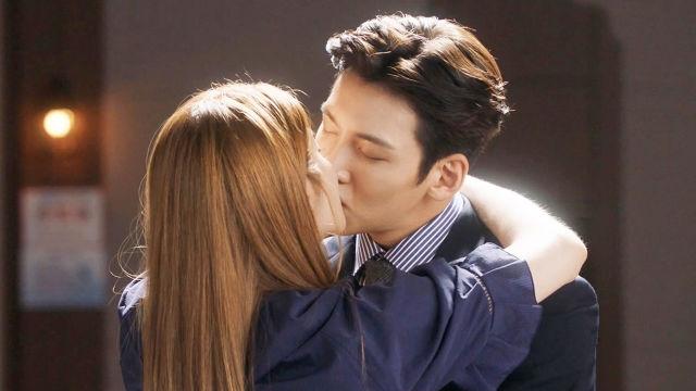 지창욱·남지현, 다시 시작하는 사랑에 '달콤 키스' 썸네일 이미지