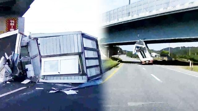 고가도로에 충돌한 집? 2차 사고 부르는 적재물