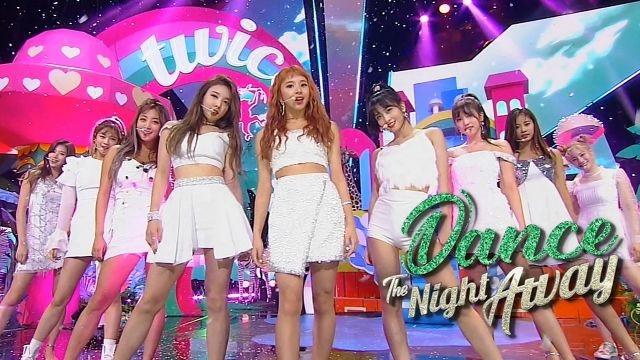 썸머퀸으로 돌아온 '트와이스'의 무더위를 싹~ 가시게 할 무대 'Dance The Night Away'
