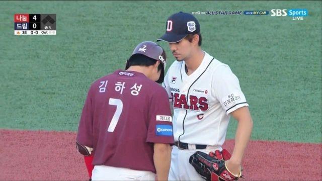 [올스타전] '준비된 연기?' 김하성 군기잡는 오재원 썸네일 이미지
