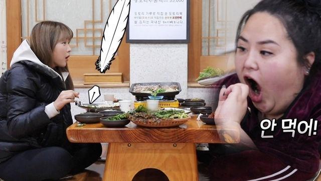 '달팽이까지?!' 홍진영, 달팽이 먹으려는 언니 장난에 깜짝